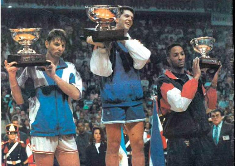 Pobedničko postolje u Argentini: Tihonenko (SSSR), Petrović (Jugoslavija), Morning (SAD)